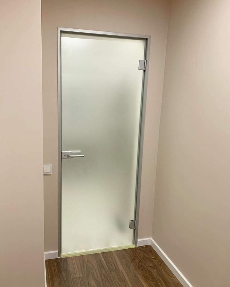 მინის კარები