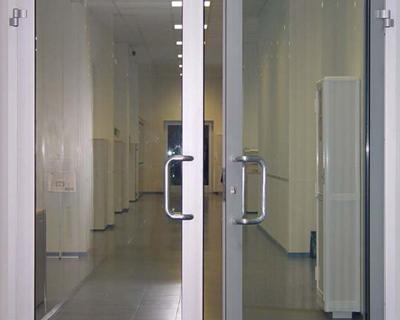 Մետաղապլաստե դռներ